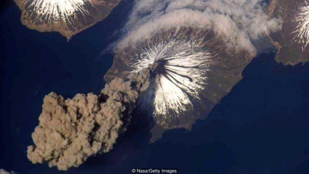 هنگام فوران یک آتشفشان بر روی زمین، فضانوردان ایستگاه فضایی بینالمللی شاهد منظرهای چشمگیر هستند