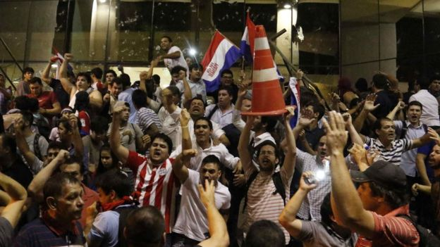 Protesters shout slogans prior to storming the National Congress in Asuncion, Paraguay, 31 March 2017.