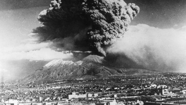 La última gran erupción del Vesubio fue en el año 1944 y causó destrozos en varias ciudades.ç