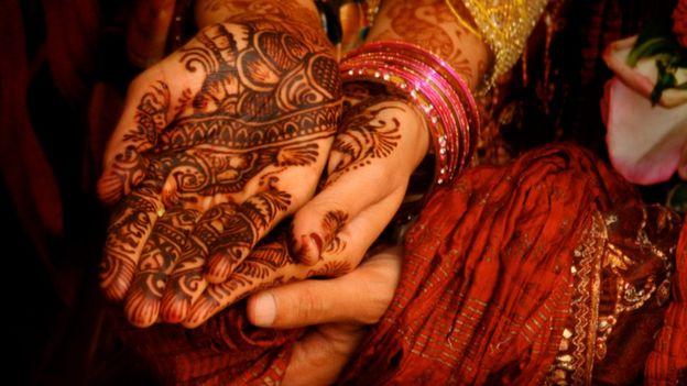 Manos de una novia india