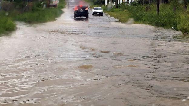 Calles inundadas en Saint John, Antigua y Barbuda