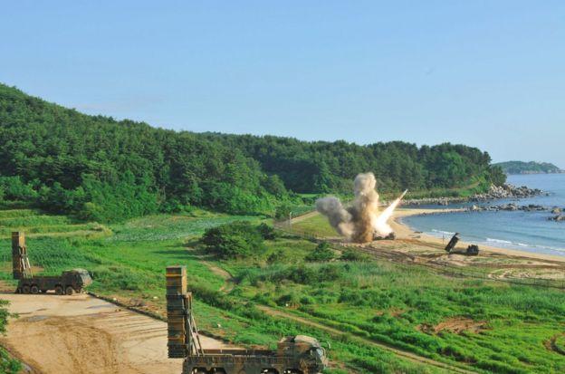 周三上午,韩美导弹部队在半岛东海岸实施了拦截弹道导弹训练,以应对朝鲜接连试射弹道导弹