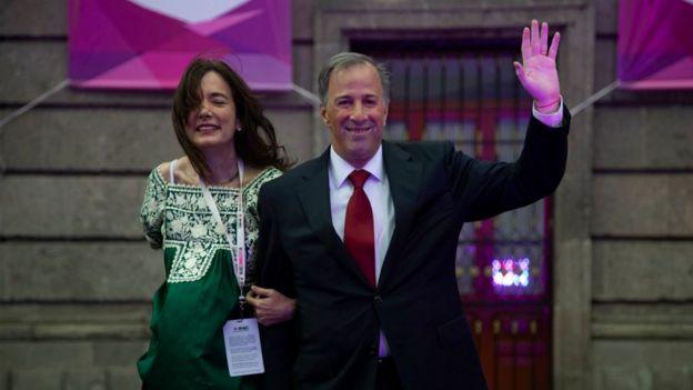 Candidato Obrador, blanco de ataques en primer debate en México