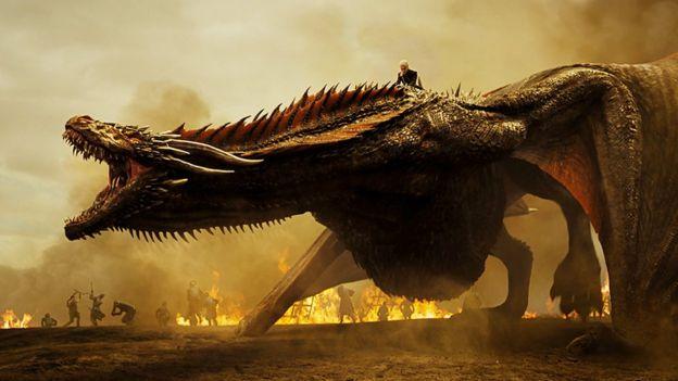 Daenerys y Drogon en batalla