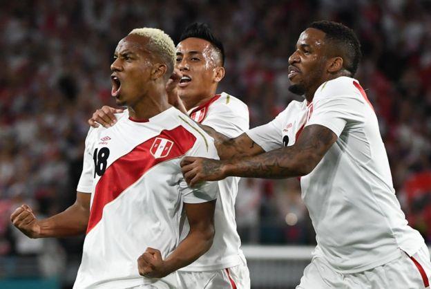 André Carrillo celebra su gol contra Croacia
