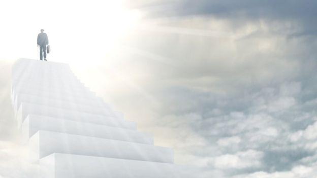 Ilustración de un hombre llegando al cielo