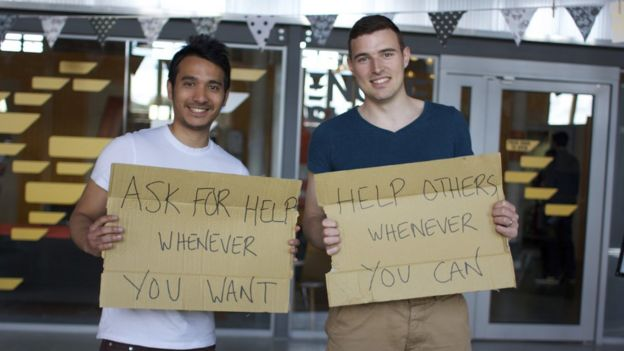 Saf Nazeer (izquierda) y Simon Hills (derecha) fundaron Helpfulpeeps en 2015. (Foto: Simon Hills)