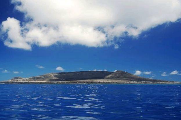 Nuova isola HTHH nel Pacifico (Foto: Gianpiero Orbassano)