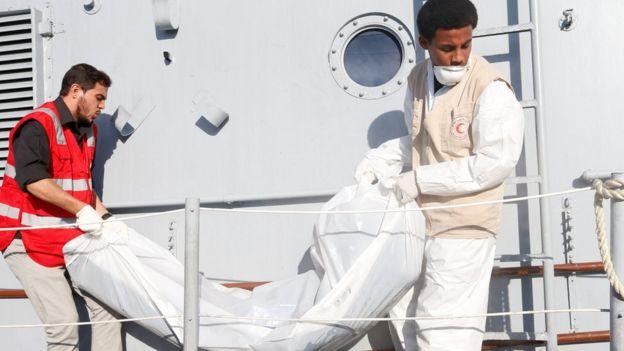 Migrant crisis: Boat sinks off Libya, killing at least 31