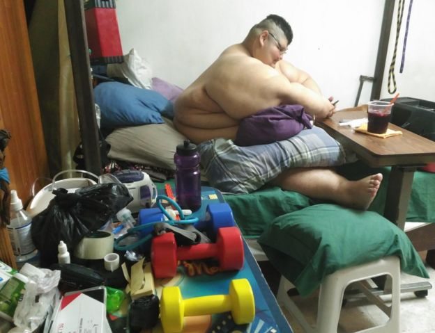 Juan Pedro na cama