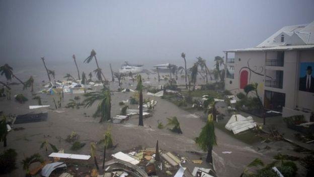 Hotel destrozado en San Martin.