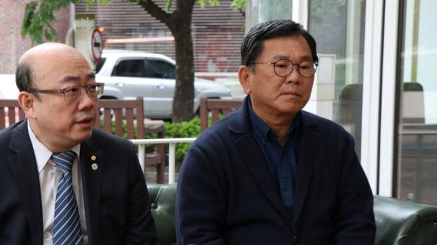 韓國大選時在首爾參訪的台灣民進黨前立委郭正亮(左)表示,文在寅企圖心很強,但他要面對過往的財閥與舊政府機器,挑戰很大。(BBC Chinese)