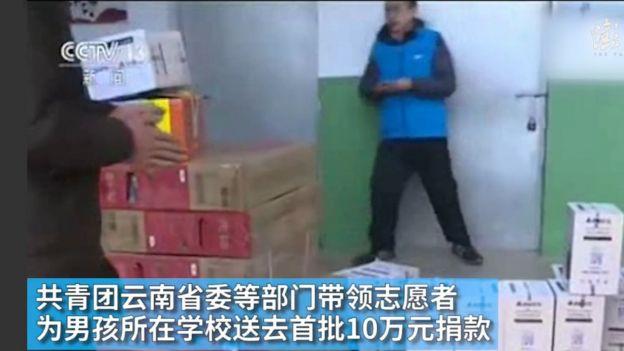 Caixas de doação chegando na escola de Wang