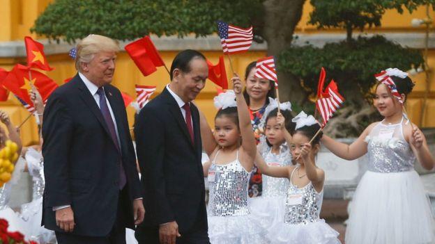 Tổng thống Donald Trump và Chủ tịch Trần Đại Quang tại Phủ Chủ tịch hôm 12/11
