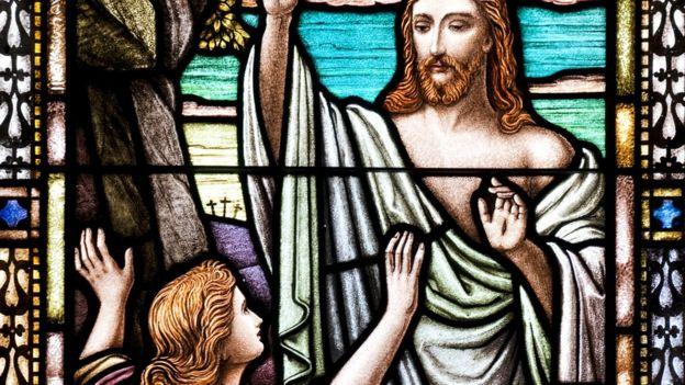 Vitral mostra figuras de Jesus e Maria Madalena