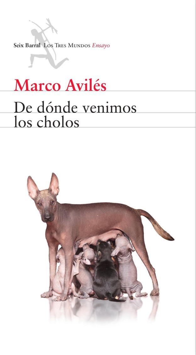 """Portada del libro """"De dónde venimos los cholos"""", que muestra a una perra peruana sin pelo alimentando a sus crías."""