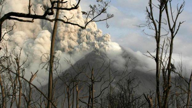 El Monte Merapi en erupción