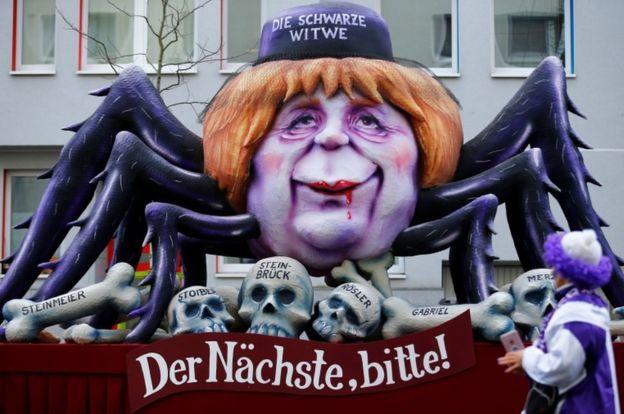 Карнавальная инсталляция с изображением Меркель