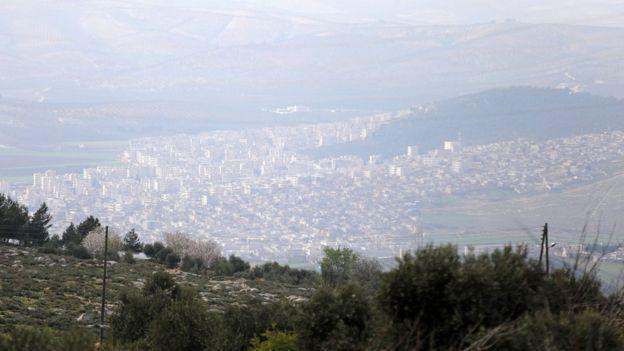 بنابر اعلام سازمان ملل حدود ۳۲۴ هزار نفر پیش از شروع عملیات نظامی ترکیه در این شهر زندگی میکردند