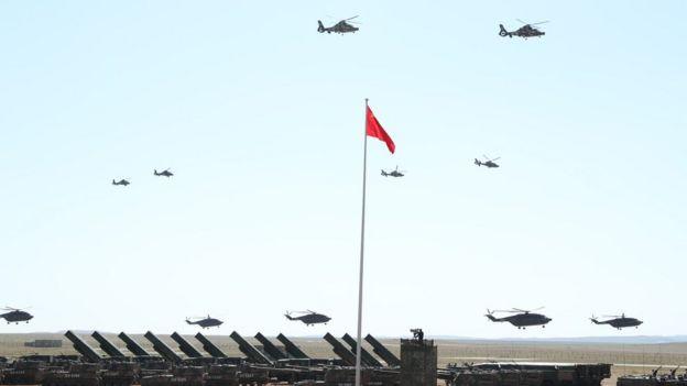 阅兵中的空中突击梯队。