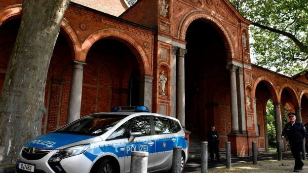 Masjid ini terletak di gereja protestan St Johannis