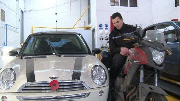 交通事故車輛對照檢查:Mini車與本田摩托車
