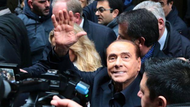 """Silvio Berlusconi seçim kampanyasında defalarca """"600 bin göçmeni sınır dışı etme"""" vaadinde bulundu"""