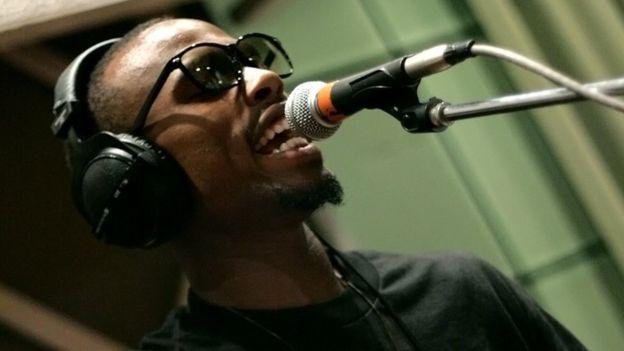 BoB, nome real Bobby Ray Simmons Jr, atuando na sala de estar ao vivo Radio 1Xtra