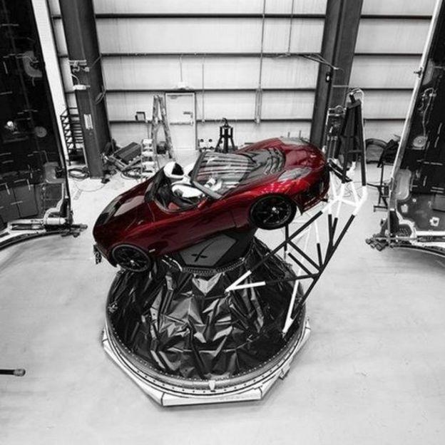 Auto Tesla que será transportado al espacio