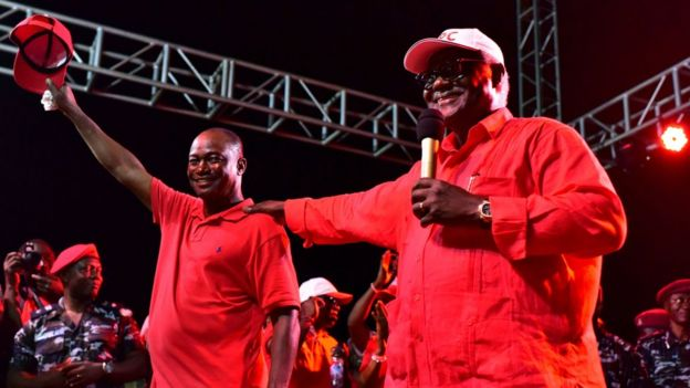 Sierra Leone's outgoing President Ernest Bai Koroma (R) gives a speech during a campaign rally for Samura Kamara (L) on 5 March 2018