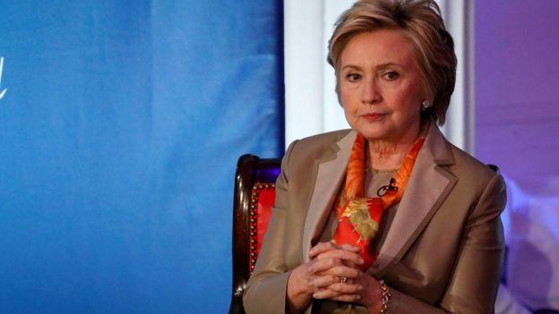 Hillary Clinton pensativa