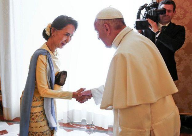 Giáo hoàng, Giáng sinh, người nhập cư
