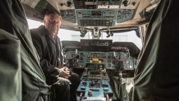أكبر طائرة في العالم Antonov An-225 Mriya في مهمة جديدة  _96032699_p051tnjl-1