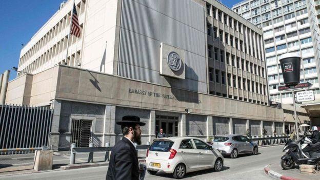 Trong chiến dịch tranh cử, ông Donald Trump đã hứa sẽ dời Đại sứ quán Hoa Kỳ từ Tel Aviv về Jerusalem