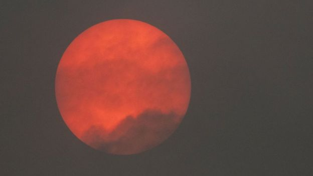 Красное солнце наблюдали жители Вустершира