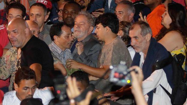Lula sendo preso