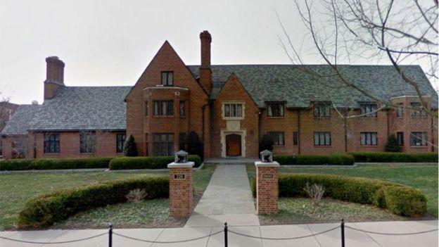 La casa de la fraternidad Beta Theta Pi en la universidad de Penn State.