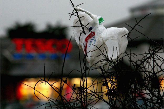 Plastik kirliliğinin önüne geçmek için plastik poşet kullanımı bazı ülkelerde yasaklandı