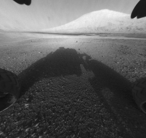 Primera foto del Curiosity en Marte