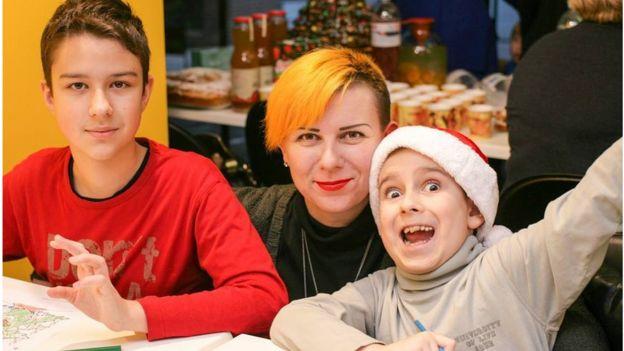 Єгор з братом Іваном і мамою Іриною