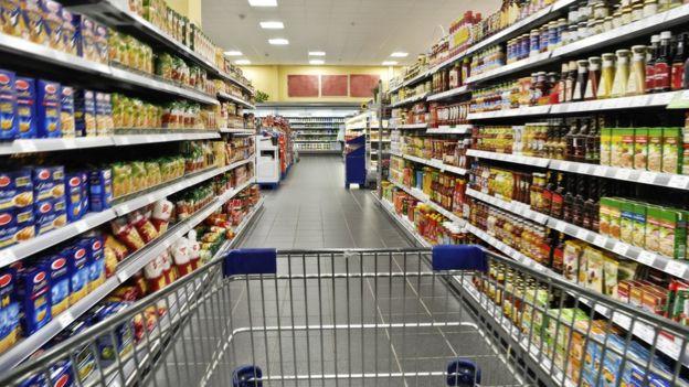 Carinho num supermercado