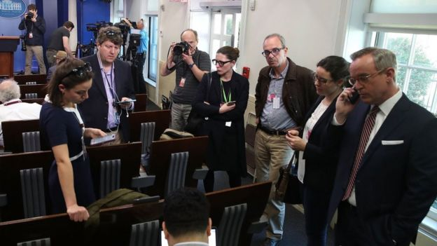 Reporteros en la sala de prensa de la Casa Blanca.