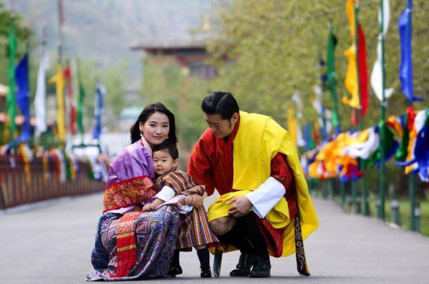 不丹國王楚旺克和王后佩瑪與小王子吉格梅。