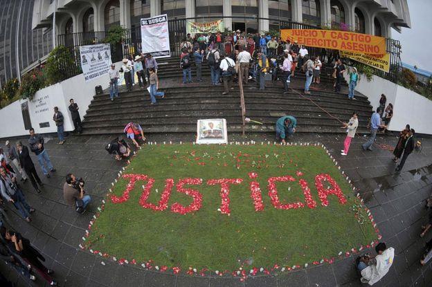 Familiares de las víctimas de la masacre de Dos Erres, en Petén, Guatemala, escribieron