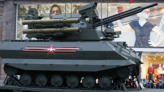 Un tanque Uran-9 mostrado en Moscú