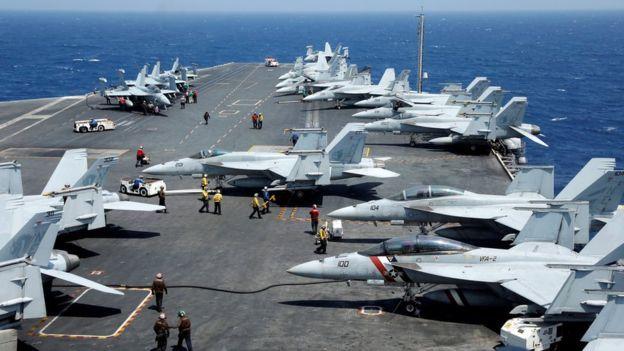 Máy bay chiến đấu F18 của Mỹ trên boong hàng không mẫu hạm USS Carl Vinson trong một cuộc tập trận đầu tháng 3/2017