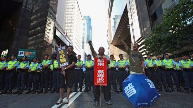 2012年香港民众在胡锦涛访港期间上街抗议表达诉求。