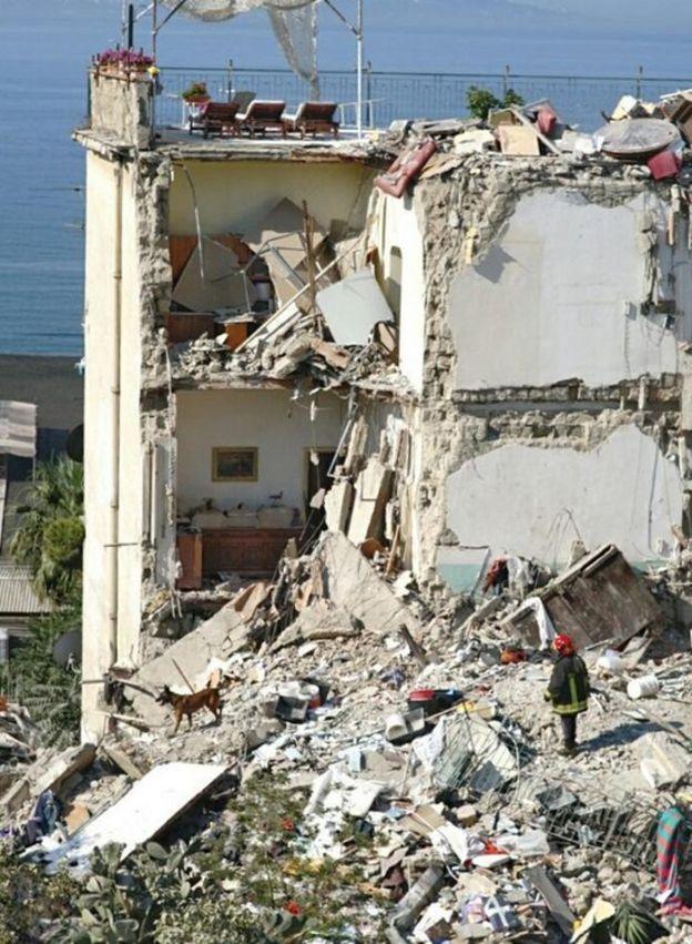 Rescuers in rubble, 7 Jul 17