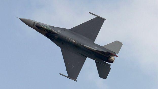 Avión F-16 (foto de archivo)