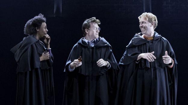 Noma Dumezweni (Hermione Granger, à esquerda), Jamie Parker (Harry) e Paul Thornley (Ron Weasley)